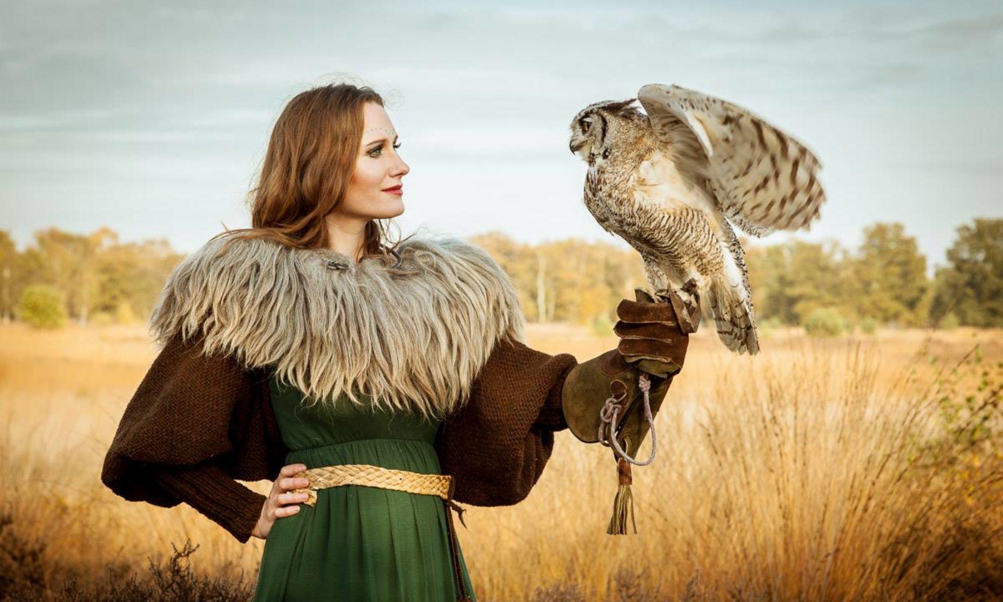 Gwendolyn Snowdon -   Folk Singer